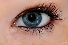 първи бръчици около очите