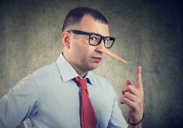 лъжите на опасните нелечители срещу истинските здравни специалисти